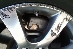 Как убрать царапины с диска автомобиля фото