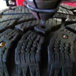 Как самому поставить шипы на шины