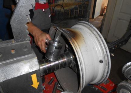 Можно ли восстановить литые диски и как отремонтировать штамповку
