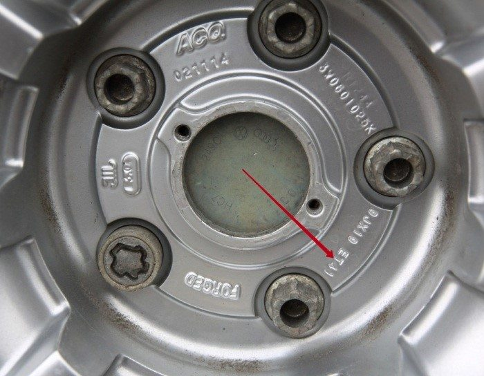 Ширина, диаметр и вылет указаны на диске