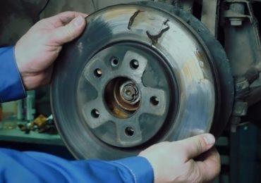 Шаг 3 - съём тормозного диска