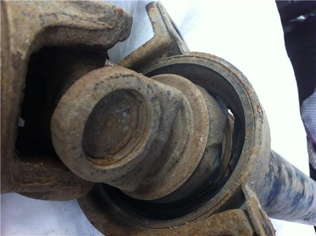 Повреждение подвесного подшипника карданного вала